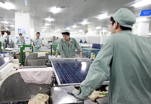 China - Energy - Suntech Solar Panel Manufacturing