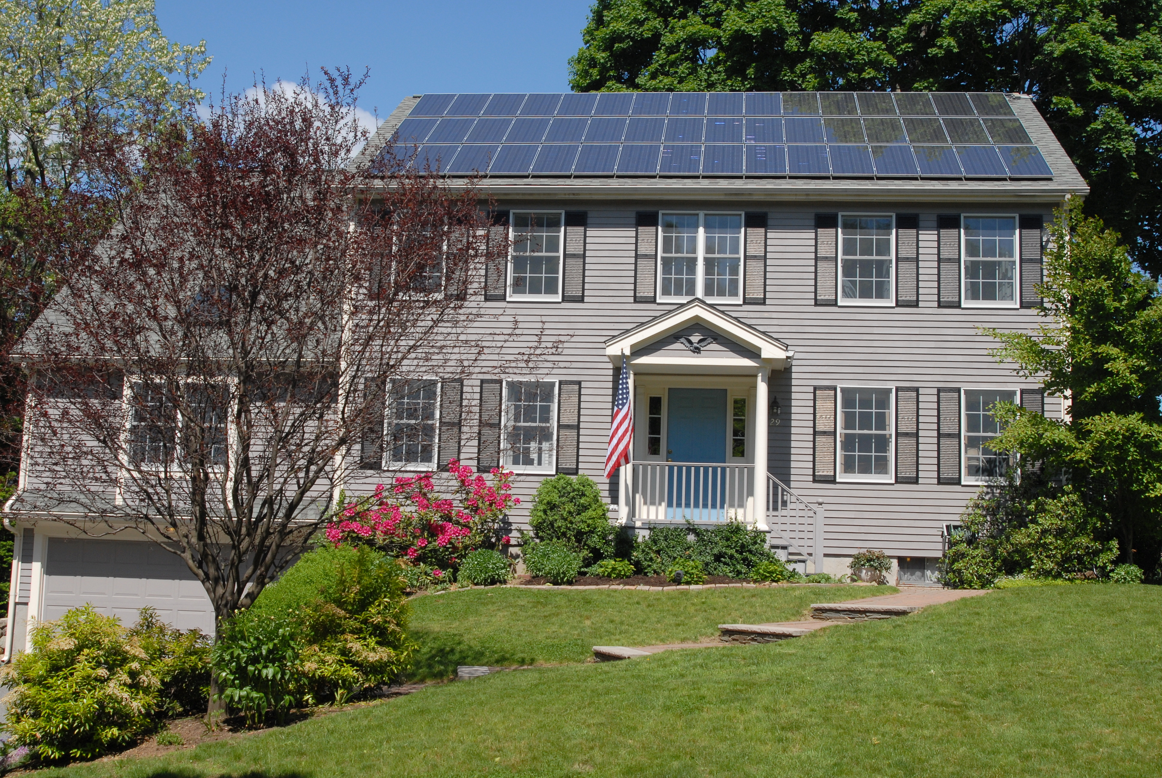 Solar_panels_on_house_roof