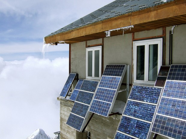 ติดโซล่าเซลล์ในบ้าน – อยากใช้พลังงานแสงอาทิตย์