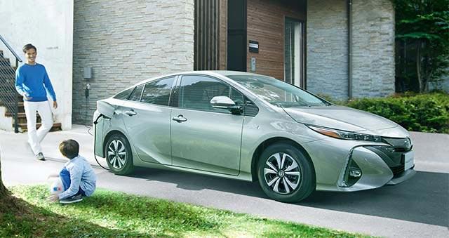 Toyota-prius-phv-2