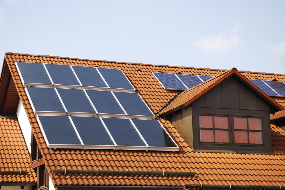 Rooftop-Solar-Panels-from-manfredxy-on-Shutterstock1